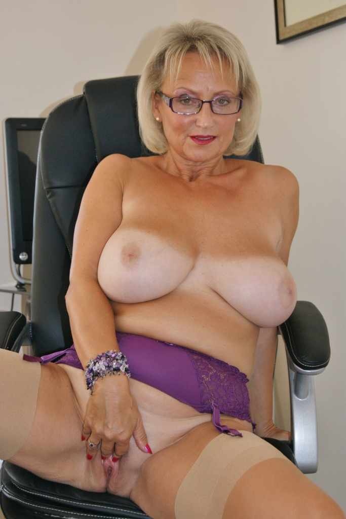 Amatuer english milf