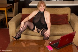 Mature escort strips before meeting first client
