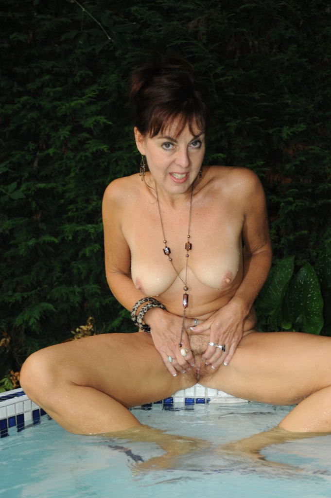 Swimming pool pussy fingering 9