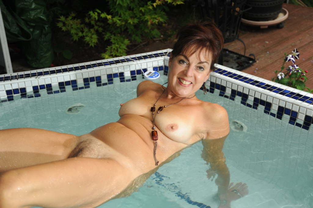 Xxgifs Mature Women Bathing Porn